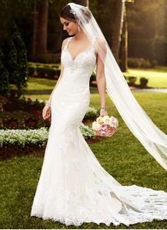Trumpet/Mermaid V-neck Court Train Lace Wedding Dress With Lace Beading