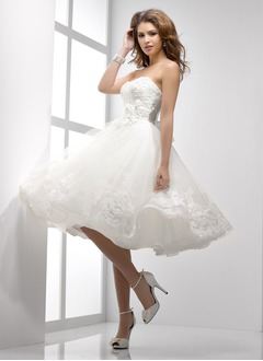 A-Line/Princess Strapless Sweetheart Knee-Length Taffeta Tulle Wedding Dress With Ruffle Beading Appliques Lace Flower(s) Bow(s)