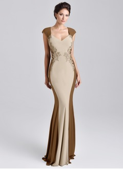 Trumpet/Mermaid V-neck Sweep Train Chiffon Mother of the Bride Dress With Appliques Lace