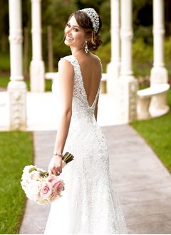 Trumpet/Mermaid V-neck Sweep Train Tulle Lace Wedding Dress With Beading Appliques Lace (0025063146)