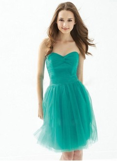 A-Line/Princess Strapless Sweetheart Knee-Length Tulle Prom Dress With Ruffle