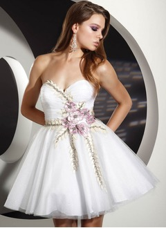 A-Line/Princess Sweetheart Short/Mini Tulle Homecoming Dress With Ruffle Beading Appliques Lace Flower(s)