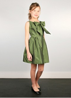 A-Line/Princess Scoop Neck Knee-Length Taffeta Flower Girl Dress