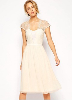 A-Line/Princess Sweetheart Knee-Length Chiffon Bridesmaid Dress With Lace