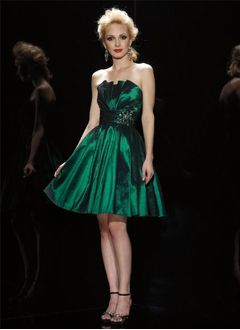 A-Line/Princess Scalloped Neck Knee-Length Taffeta Cocktail Dress With Ruffle Beading