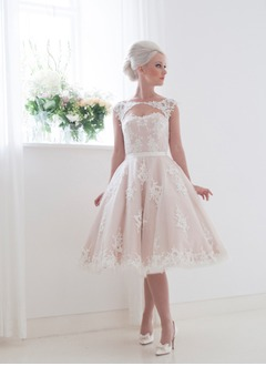A-Line/Princess Scoop Neck Knee-Length Tulle Lace Wedding Dress With Sash Appliques Lace
