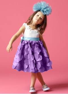 A-Line/Princess Scoop Neck Knee-Length Taffeta Flower Girl Dress With Sash