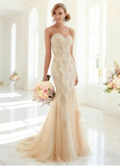 Trumpet/Mermaid Strapless Sweetheart Sweep Train Tulle Wedding Dress With Lace Beading Appliques Lace