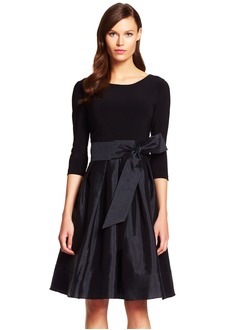 A-Line/Princess Scoop Neck Knee-Length Taffeta Jersey Cocktail Dress With Bow(s)