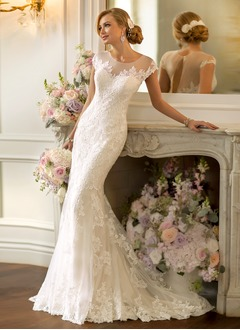 Trumpet/Mermaid Scoop Neck Court Train Lace Wedding Dress With Appliques Lace