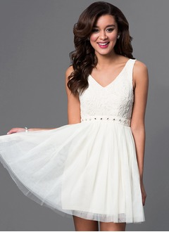 A-Line/Princess V-neck Short/Mini Tulle Lace Homecoming Dress With Ruffle Beading