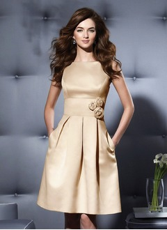 A-Line/Princess Scoop Neck Knee-Length Satin Cocktail Dress With Ruffle Flower(s)