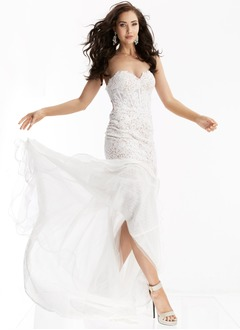 Trumpet/Mermaid Strapless Sweetheart Sweep Train Lace Prom Dress With Beading