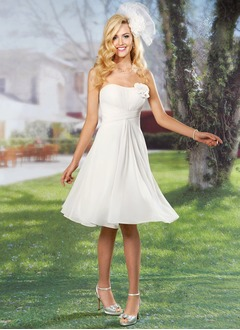 A-Line/Princess Strapless Sweetheart Knee-Length Chiffon Wedding Dress With Ruffle Flower(s)
