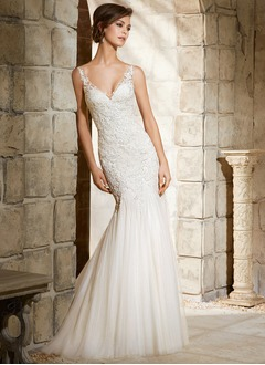 Trumpet/Mermaid V-neck Chapel Train Tulle Wedding Dress With Appliques Lace