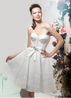 A-Line/Princess Strapless Sweetheart Knee-Length Organza Wedding Dress With Beading Bow(s)