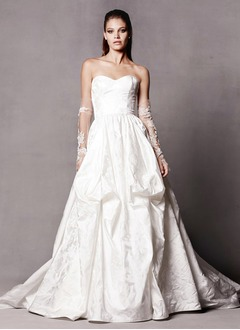 A-Line/Princess Strapless Sweetheart Chapel Train Taffeta Wedding Dress With Ruffle Appliques Lace Flower(s)