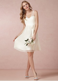A-Line/Princess V-neck Knee-Length Chiffon Prom Dress With Ruffle