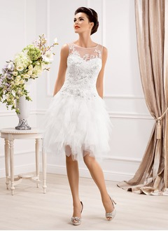 A-Line/Princess Scoop Neck Knee-Length Tulle Wedding Dress With Beading Appliques Lace