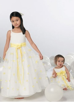 A-Line/Princess Scoop Neck Floor-Length Organza Flower Girl Dress With Sash Appliques Lace Flower(s)