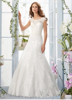 Sheath/Column Scoop Neck Chapel Train Satin Wedding Dress With Appliques Lace