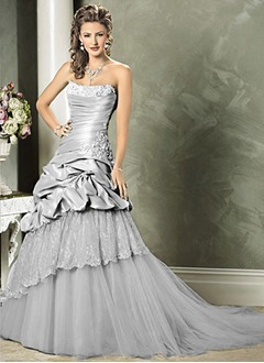 A-Line/Princess Strapless Sweetheart Chapel Train Taffeta Organza Wedding Dress With Ruffle Lace Beading