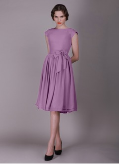 A-Line/Princess Scoop Neck Knee-Length Chiffon Evening Dress With Ruffle Bow(s)