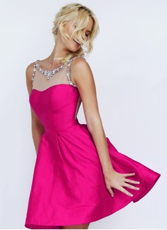 A-Line/Princess Scoop Neck Knee-Length Taffeta Prom Dress With Beading