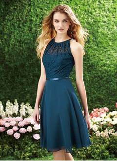 A-Line/Princess Scoop Neck Knee-Length Chiffon Lace Prom Dress