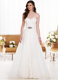 A-Line/Princess Strapless Sweetheart Sweep Train Tulle Lace Wedding Dress With Beading