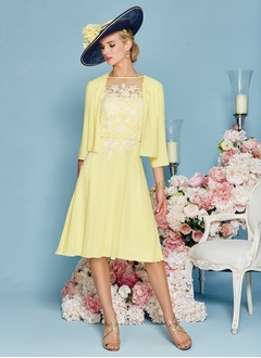 A-Line/Princess Scoop Neck Knee-Length Chiffon Mother of the Bride Dress With Appliques Lace