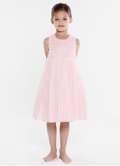 A-Line/Princess Scoop Neck Knee-Length Chiffon Charmeuse Flower Girl Dress With Lace