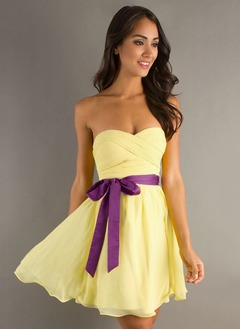 A-Line/Princess Strapless Sweetheart Short/Mini Chiffon Homecoming Dress With Ruffle Sash