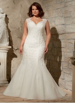 Trumpet/Mermaid V-neck Sweep Train Tulle Lace Wedding Dress