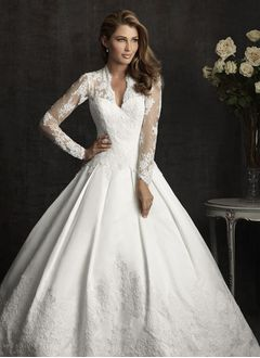 Ball-Gown V-neck Cathedral Train Lace Wedding Dress With Appliques Lace Bow(s)