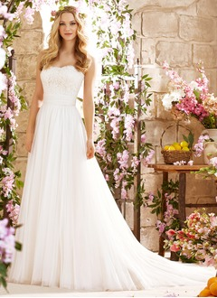 A-Line/Princess Strapless Sweetheart Court Train Tulle Wedding Dress With Lace