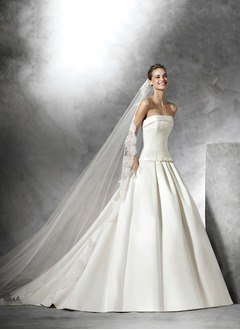Ball-Gown Strapless Chapel Train Satin Wedding Dress With Appliques Lace Bow(s)