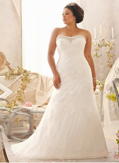A-Line/Princess Strapless Sweetheart Chapel Train Tulle Wedding Dress With Ruffle Beading Appliques Lace