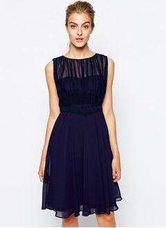 A-Line/Princess Scoop Neck Knee-Length Chiffon Charmeuse Evening Dress With Pleated