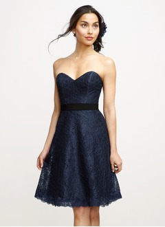 A-Line/Princess Strapless Sweetheart Knee-Length Lace Cocktail Dress