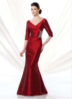 Trumpet/Mermaid V-neck Sweep Train Taffeta Mother of the Bride Dress With Ruffle Crystal Brooch