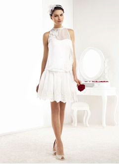 A-Line/Princess Scoop Neck Knee-Length Chiffon Wedding Dress With Ruffle Lace Appliques Lace