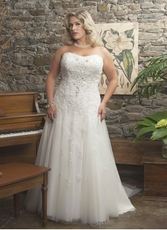 A-Line/Princess Strapless Sweetheart Court Train Tulle Wedding Dress With Beading Appliques Lace