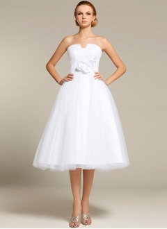 A-Line/Princess Strapless Knee-Length Tulle Wedding Dress With Beading Appliques Lace Flower(s)