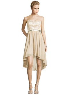 A-Line/Princess Strapless Sweetheart Asymmetrical Chiffon Lace Cocktail Dress With Ruffle