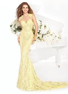 Trumpet/Mermaid Sweetheart Chapel Train Lace Evening Dress With Beading