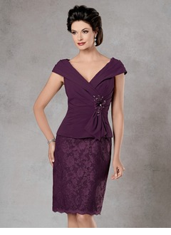 Sheath/Column V-neck Knee-Length Chiffon Lace Mother of the Bride Dress With Ruffle Crystal Brooch