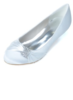 Vrouwen Satijn Kitten Hak Closed Toe Pumps met Strass  ...