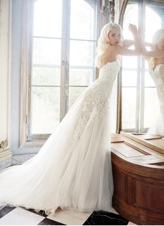 Sheath/Column Strapless Sweetheart Court Train Tulle Lace Wedding Dress With Appliques Lace