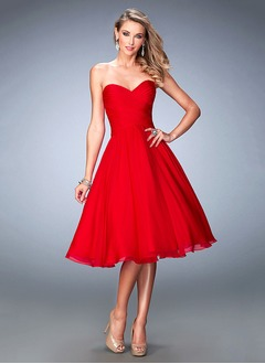 Ball-Gown Strapless Sweetheart Knee-Length Chiffon Cocktail Dress With Ruffle